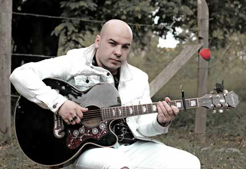 Foto do músico Eduardo Luz voz e violão
